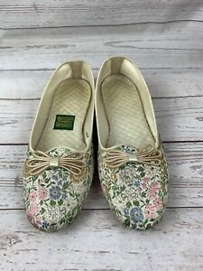 Daniel Green Women's Elegant Flowers and Bows Comfy Slippers Size 5