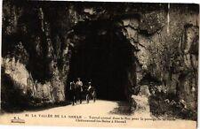 CPA La Vallée de la Sioule-Tunnel creusé dans le Roc pour le passage (262240)