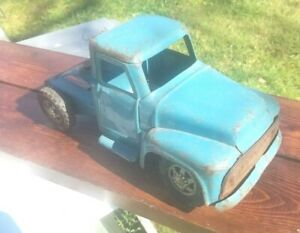 """VINTAGE BUDDY L TRACTOR TRAILER CAB ONLY, 1950'S FORD GRILL ROUND HOOD, 14"""" LONG"""