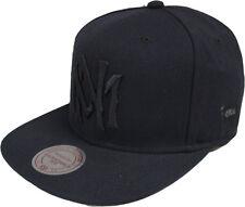 Mitchell & Ness Black On black EU482 MN Logo Gorra Béisbol