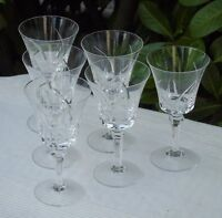Service de 6 verres à vin blanc en cristal taillé de Vannes. Signés