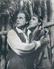 1956 Press Photo Actors Scott Brady & Rita Gam in Mohawk 1950s Movie