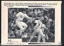 Paul Molitor tags Kenny Lofton 1992 Vintage A/P Laser Wire Photo with caption