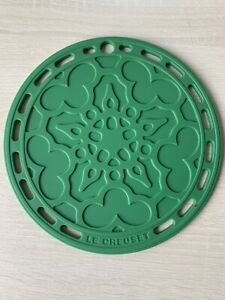 """Set of 2 Le Creuset Silicone 8"""" Round French Trivet, Green. One Set Of 2 Trivets"""