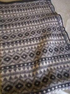 ICEWEAR HOFSÁ 100% Icelandic Sheep Wool Blanket Throw Gray/White Iceland