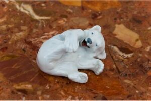 Beautiful statue Porcelain figurine Of The Bear White Royal Copenhagen Laughing
