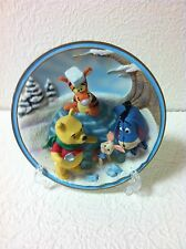 WINNIE THE POOH & FRIENDS FRIENDS ARE SHELTER ON THE COLDEST DAYS 3D WALL PLATE