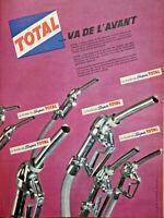 PUBLICITÉ DE PRESSE 1961 TOTAL VA DE L'AVANT - LE PLEIN DE SUPER TOTAL