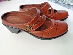 Easy Street Comfort Wave Brown Leather Slip On Women's Clogs Sz 7 W