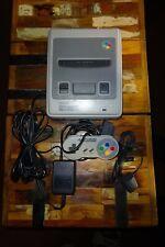 Super Nintendo Konsole (SNES) mit einem Controller - sehr guter Zustand