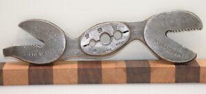 Vintage Hawkeye Crocodile Wrench Thread Chasing Die (INV K390)