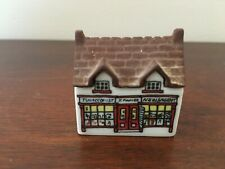 Wade England Whimsey On Why Village Set 1 1980 #268-4: Tobacconist's Shop