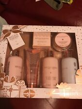 Baylis&Harding body set