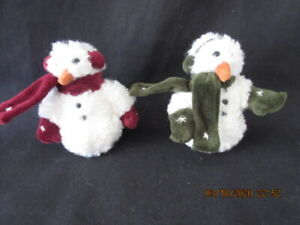 """2 Vintage BOYD'S BEARS  Blizzard Snowman 4 1/2"""" , Green & Red Scarves, Ex!"""