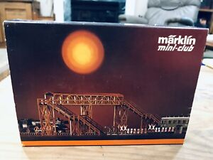 Marklin 8986 Z Overpass and Right of Way Building Set NIB