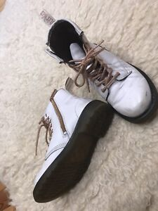 Dr Martens Girls Lace Up Side Zip Boots White Gold lace Size Big Girl's 3