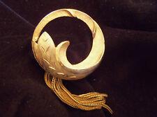 BEAUTIFUL Vintage Brushed Gold Detailed Circular FLOWER Tassel Brooch F3-BR21