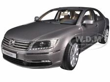 VOLKSWAGEN PHAETON ARABESQUE SILVER 1/18 DIECAST MODEL CAR BY KYOSHO 08831 AS