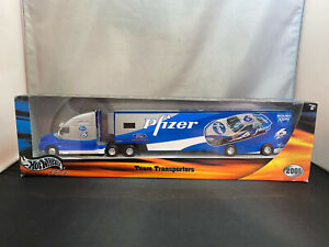 Hot Wheels Mark Martin Pfizer NASCAR Tractor Truck With Trailer 1/64 Diecast