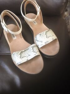 Ladies Clarks Sandals - Size UK6