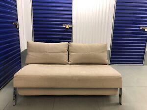 CUBED 160 Innovation Sofa Bed - Chrome Leg