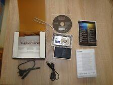 """Sony Cyber-shot DSC-W530 Silber 14,1MP Digitalkamera 4GB 2,7"""" Carl Zeiss wie NEU"""