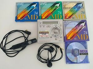 Sony MZ-R700 MiniDisc recorder / player + remote control + earphones + MiniDiscs
