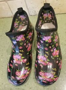 Womens Size 9 GARDEN SHOES Size 9 Black Floral Flowers Roses Mud Yard Easy Clean