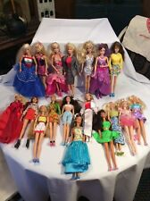 Barbies Lot Of 18 (2)
