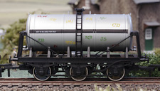 Dapol B908 - 6-wheel Milk Tanker - Graffiti