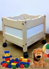 Spielzeugkiste aus Holz auf Rollen, sehr stabil