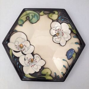 """MOORCROFT CAFE AU LAIT SIDE PLATE 7.75"""" BY EMMA BOSSONS"""