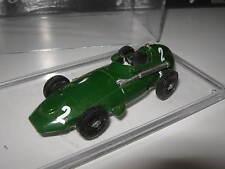 1:43 VANWALL F1 1958 S. Moss SJ Models handbuilt modelcar in Vitrine