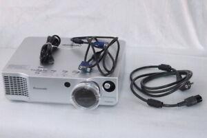 Panasonic PT-AE700E LCD Hd-Beamer Projector Home Cinema Lens-Shift HDMI