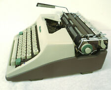 Olympia SM9 Vintage 1964 typewriter, Germany, cleaned, works, with case