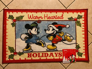 """Disney Christmas """"Warm Hearted"""" Mickey & Minnie Mouse  Accent Rug 20in X 32in"""