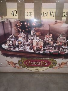 2001 GRANDUER NOEL 42 PIECE TRAIN VILLAGE LIMITED EDITION CHRISTMAS SET