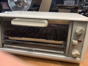 Black & Decker Spacemaker Under Cabinet Toast-R-Oven TRO200TY1 Toaster Broil RV
