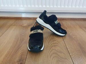 Kid's/Girls Moschino Shoes Black With Gold Logo & Fur Trim UK-Size 12.5 Junior