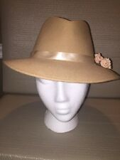 VINTAGE TAN 100% WOOL LADIES FEDORA HAT-FLORAL TRIM-MADE IN ITALY-NEW