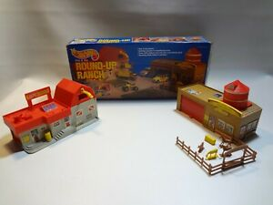hot wheels sto & go round-up ranch playset