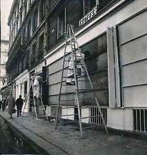 PARIS c. 1960 -Peintre en Batiment Échelle Rideau Métalique Commerces- Div 11952
