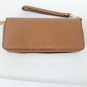Michael Kors Leather Continental Wristlet Brown (used)