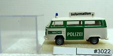 """(3022-601) Brekina 33086 VW T2 Bus """"POLIZEI Information"""" top Zustand"""