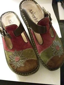 PG LITE ALEGRIA SHOES Tri Color Clogs w Green Leather flower accent  Womens 7