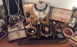 Big Job Lot Vintage Jewellery Necklaces Brooches Earrings Bangles Glass Beads Et