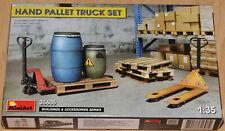 MiniArt 35606 Bausatz 1:35 Hubwagen, Paletten und Fässer