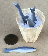 1:12 Scale 4 Loose Fish In A Basket 3.5cm x 3.3cm With Ice Tumdee Dolls House B