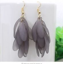 Grigio lucite Foglie Goccia Dangle Earrings