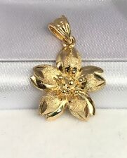 18k Solid Yellow Gold Cute Lily Flower Charm/ Pendant. Diamond Cut. 2.49 Grams
